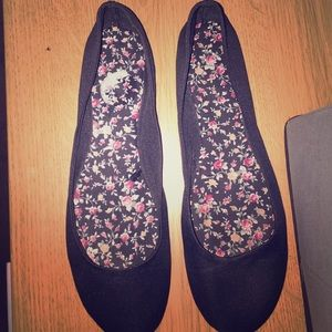 Shoes - Black ballet flats