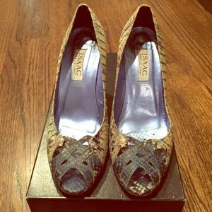 Isaac Mizrahi blue-toned snakeskin heels. Size 7.5