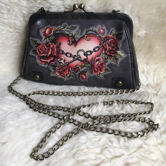 🔴 SOLD 🔴 HP🎉 Isabella Fiore Heart In Chains Bag