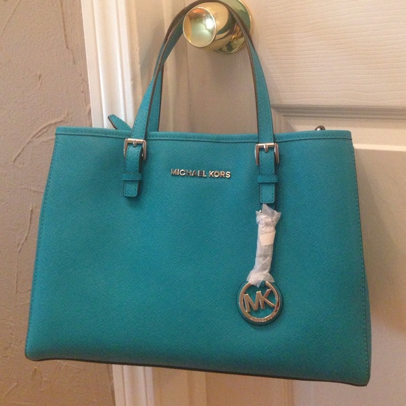 cb5fa3bc4fcb54 Michael Kors Bags | Jet Set Travel Medium East West Tote | Poshmark