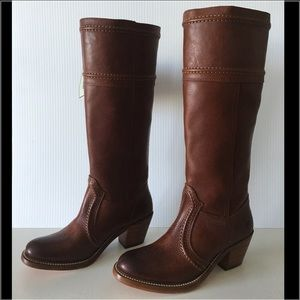 FRYE JANE 14L STITCH TALL LEATHER BOOT. SIZE 5.5
