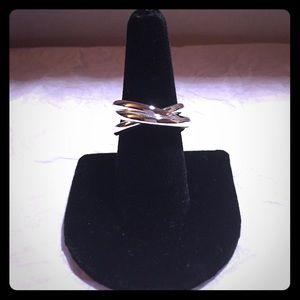 Jewelry - *FINAL SALE* New Triple Interlocking Ring