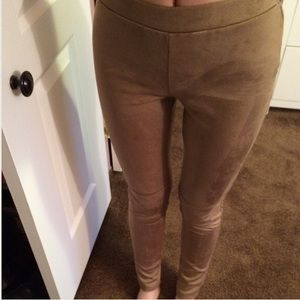 Joe & Elle Pants - NWOT Midrise camel faux suede skinny pants