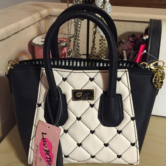 Betsey Johnson Bags - Betsey Johnson Purse NWT🎀SALE