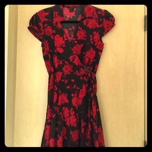 Dresses & Skirts - Red and black tie back dress