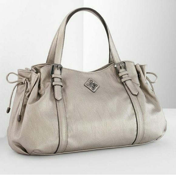 64 Off Simply Vera Vera Wang Handbags ��sold Simply Vera Vera Wang Sv Monroe Bag White From