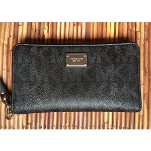 Michael Kors Zip Around Wallet/Wristlet