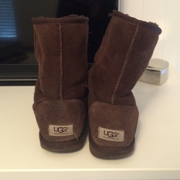 Dark Brown Uggs With Black Leggings