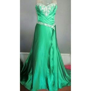 Tony Bowls Dresses & Skirts - Emerald green gown/ bridesmaid or maid of honor