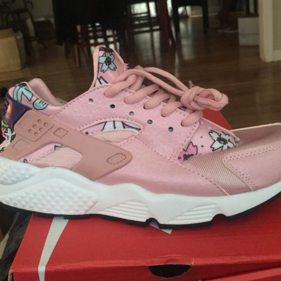 f4c706c17f01c BABY PINK FLORAL HUARACHES NWT