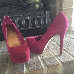 Plum suede Jessica Simpson pumps