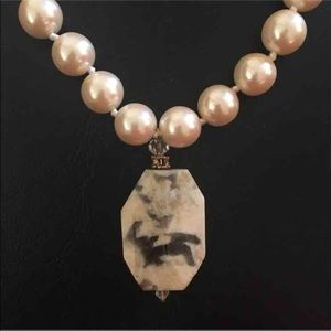 Pearl necklace with stone detail
