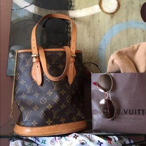 Auth Louis Vuitton bucket pm