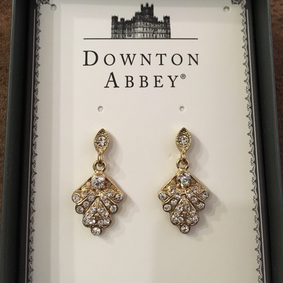 Downton Abbey Jewelry - ✨SALE✨ Downton Abbey leaf earrings