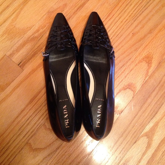 Prada scarpe   Flats Vero Cuoio Flats    Poshmark 03bf09