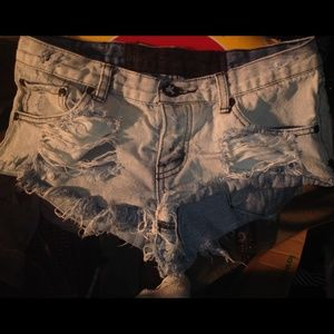 ONE TEASPOON LIGHT DENIM SHORTS (26)