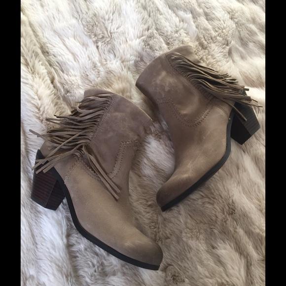 e16d9c3da9deb0 New Sam Edelman Louie boots in olive leather. M 572ea0ccfbf6f91bc30126d3