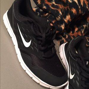 le scarpe nike nero indossato una volta in ottime condizioni poshmark