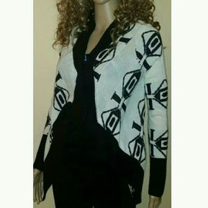 Sweaters - NEW Black & White Print Sweater sz med