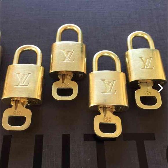 2b0fa2872bb9 Louis Vuitton Accessories - Auth LV Lock and Key Set