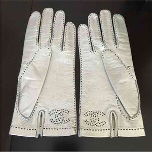 ✨Auth CHANEL Vintage Silver Leather CC Logo Gloves