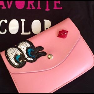 Denim, Boots, & Bling  Handbags - 👀Adorable Peekaboo Clutch/Crossbody💋