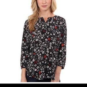 SALE!! NWT NYDJ Lips print blouse