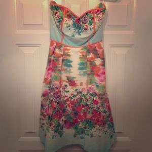 Dresses & Skirts - Strapless sun dress!