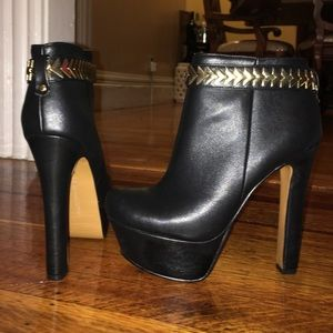 H by Halston Shoes - Black Gold Platform Heel Booties Bakers SALE