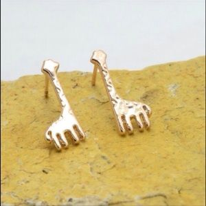 Jewelry - 👍Host Pick👍Rose gold giraffe stud earrings