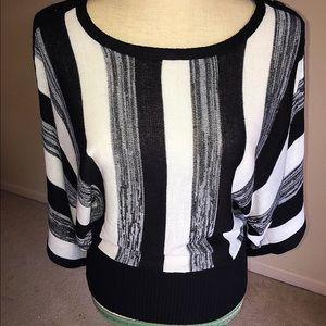 Tops - Beautiful Black&White Blouse