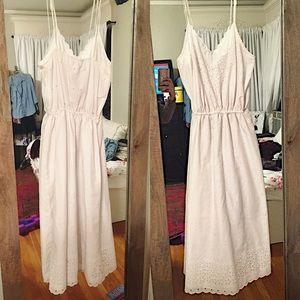 Dresses & Skirts - Vintage eyelet scalloped white prairie dress