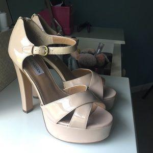 Size 8.5 patent nude Steve Madden heels
