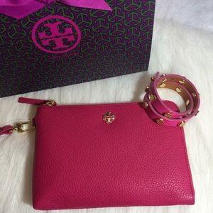 Tory Burch Handbags - Tory Burch Leather Wristlet