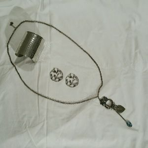 Jewelry - *SALE*Silver jewelry bundle/necklace+earrings+cuff