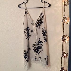 Dresses & Skirts - Black and white floral print dress