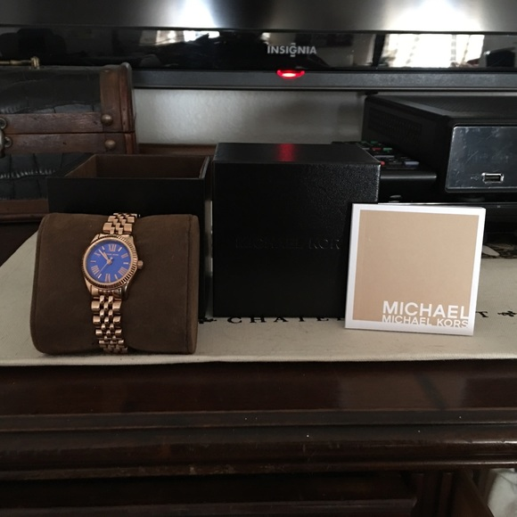 136166555fea Michael Kors Women s Lexington Watch Rose Gold. M 573254b736d5948f290054f8