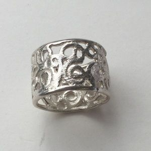 Jewelry - Cut out silver ring