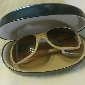 Anne Taylor  Accessories - SUNGLASSES