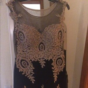 Jovani Dresses & Skirts - Beautiful black and gold short dress.  Worn once😍