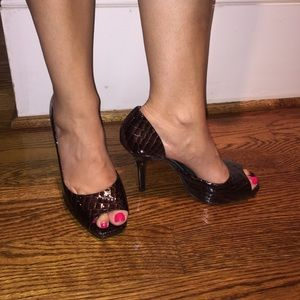 Jessica Simpson Shoes - 👑Like New Brown Croc embossed Patent Leather