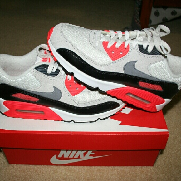 Nike Air max 90 infrared PRICE NEGOTIABLE NWT