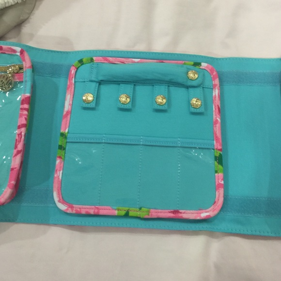Lilly Pulitzer Bags - First impressions jewelry makeup case travel bag