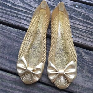 Size 7.5 vintage gold jellies sandals with bow