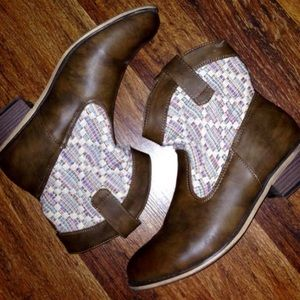 Journee Collection Shoes - Journee Collection Kassi Western Booties