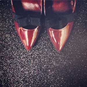 MBMJ Burgundy Patent Grosgrain Bow Pumps