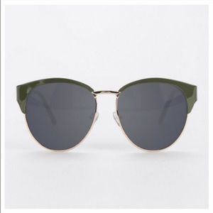 Reposhing UO sunglasses