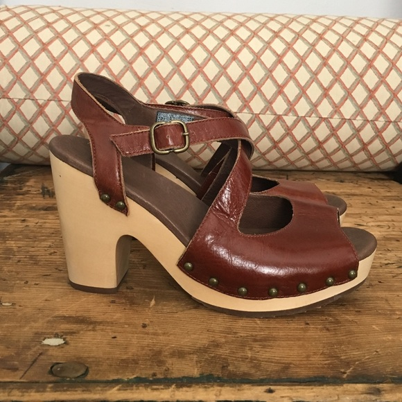 8eb1893d834 Ugg Nadia Clog Platform Sandals. M 57339916f0137da594001288