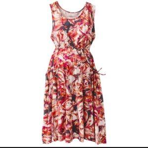 Liz Lange Dresses & Skirts - Plus size Floral knee length dress