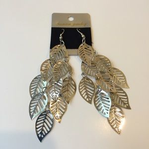 Jewelry - 🔴 Silver leaf earrings